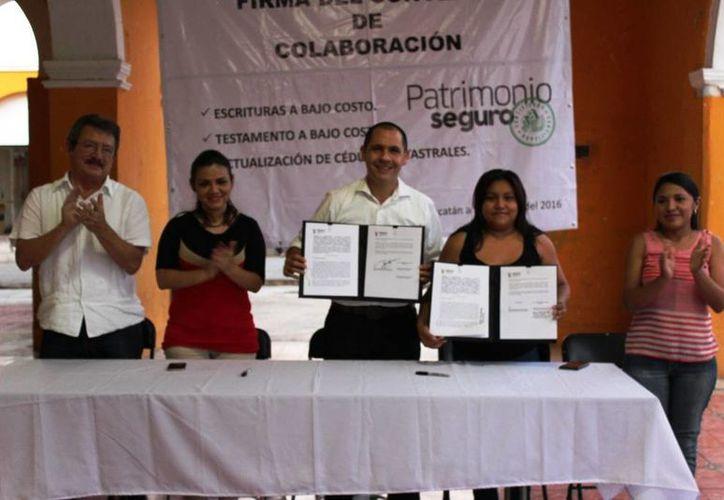 El Instituto de Seguridad Jurídica Patrimonial de Yucatán (Insejupy) y el Ayuntamiento de Hocabá firmaron este viernes un convenio. (Foto cortesía del Gobierno de Yucatán)