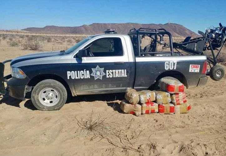 La aeronave y la droga fueron encontradas abandonadas entre el camino Puerto Peñasco-General Plutarco Elías Calles. (Foto: Daniel Sánchez Dórame corresponsal de Excélsior)