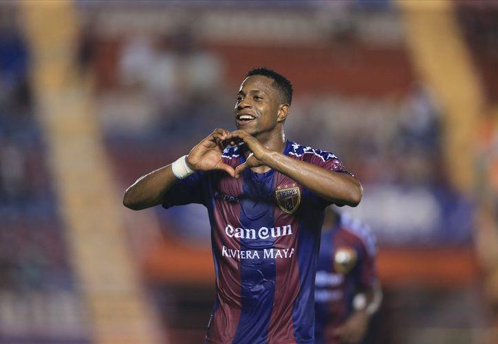 Festejaron los goles de la contundente victoria en la sexta jornada del Clausura. (Ángel Villegas/SIPSE)