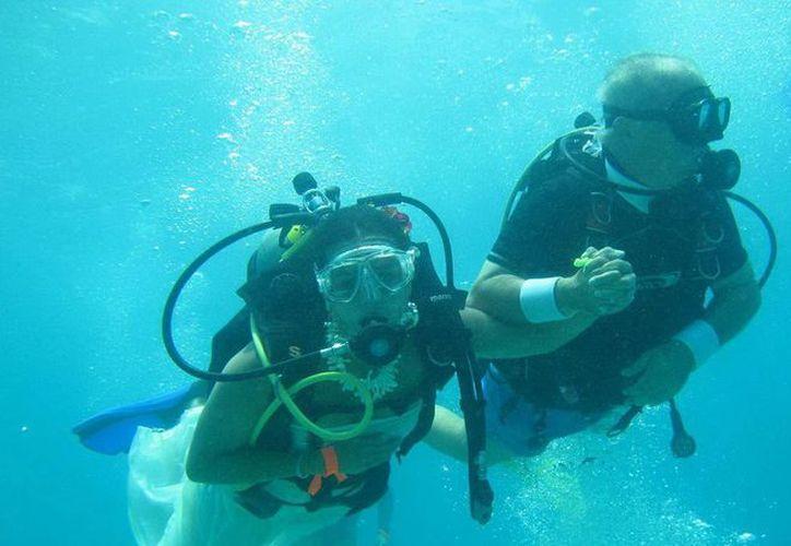 Asociados Náuticos aseguraron que las bodas subacuáticas podrían resultar importantes a futuro. (Archivo/SIPSE)