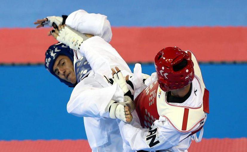 El taekwondoín mexicano Saúl Gutiérrez ganó la medalla de oro en la categoría de -68 kilogramos en tae kwon do de Juegos Panamericanos al vencer al canadiense Maxime Potvin. (Notimex)