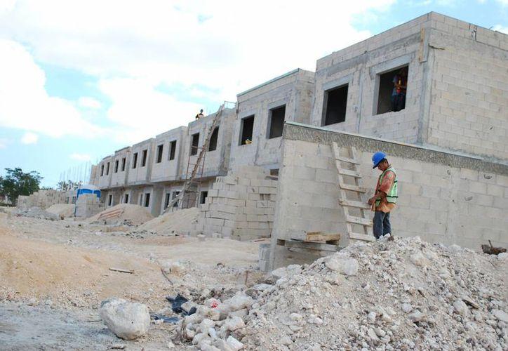 Por mes se están construyendo entre 700 y mil nuevas viviendas. (Israel Leal/SIPSE)