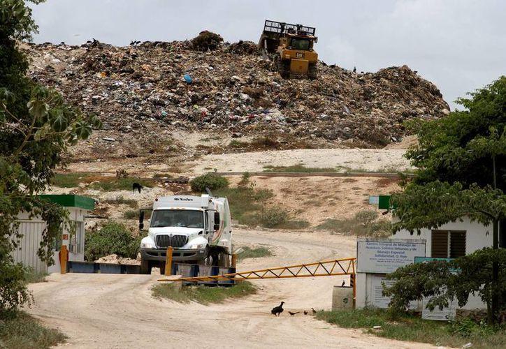 Al día el relleno sanitario de Playa del Carmen recibe entre 350 y 420 toneladas de residuos. (Adrián Barreto/SIPSE)