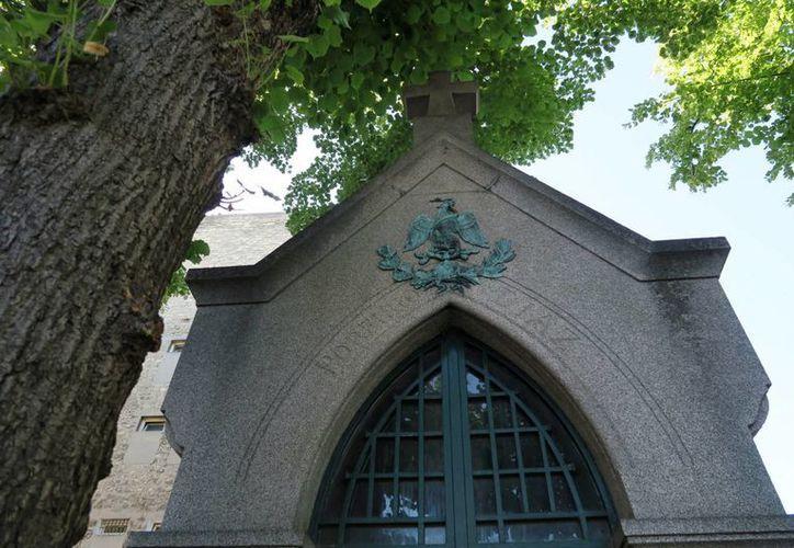 La tumba de Porfirio Díaz, en el cementerio parisino de Montparnasse, es una de las más visitadas. (Archivo/Notimex)