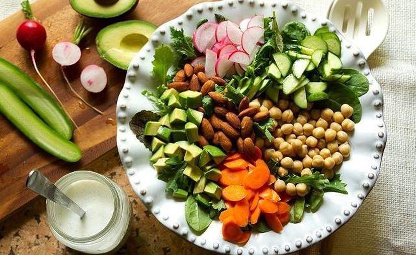 La dieta vegana consiste en omitir todo tipo de productos de origen animal en la alimentación. (un10enbelleza.com)