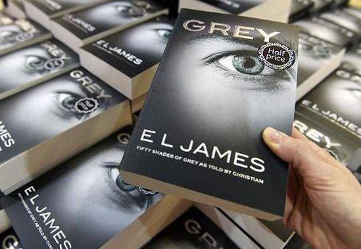 'Grey', de E. L. James, versión contada por el personaje masculino de la saga 'Cincuenta sombras de Grey', ocupó el primer lugar de ventas en Amazon.com durante 2015. (Archivo EFE)