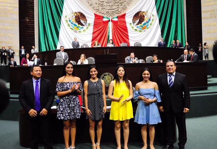 Las esgrimistas mexicanas recibieron el reconocimiento en la Cámara de Diputados. (Facebook/ FME)