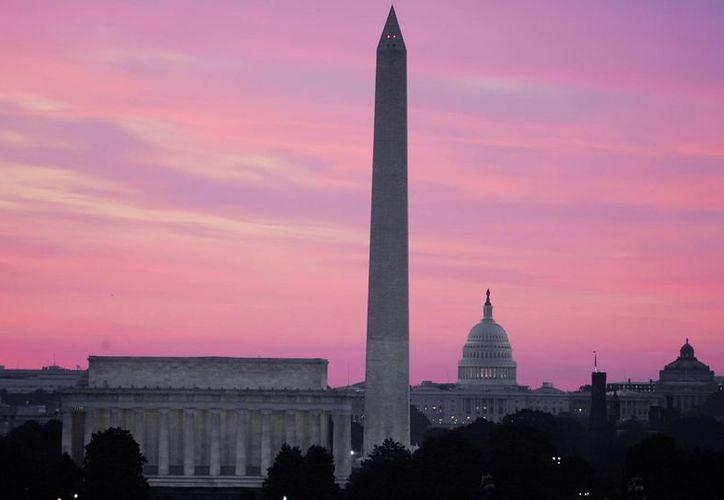 El obelisco blanco que corona el cielo de la ciudad de Washington ha estado ahí 130 años. (Archivo/AP)