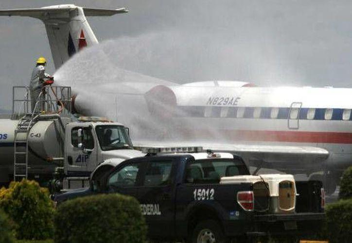 Tras la limpieza de la ceniza expulsada por el volcán Popocatépetl, el aeropuerto en Huejotzingo, en Puebla, volvió a tener actividad. (Foto tomada de unionpuebla.mx)