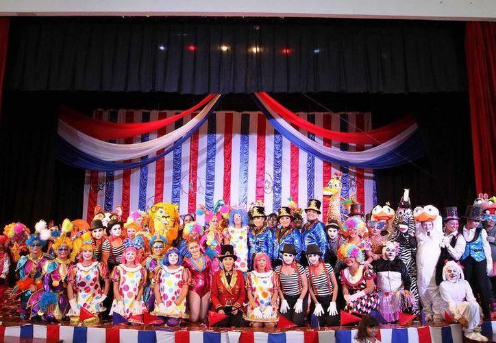Participaron alrededor de 80 personajes en escena. (Redacción/SIPSE)