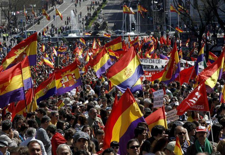 La emblemática Plaza de Cibeles de Madrid lució abarrotada. (EFE)