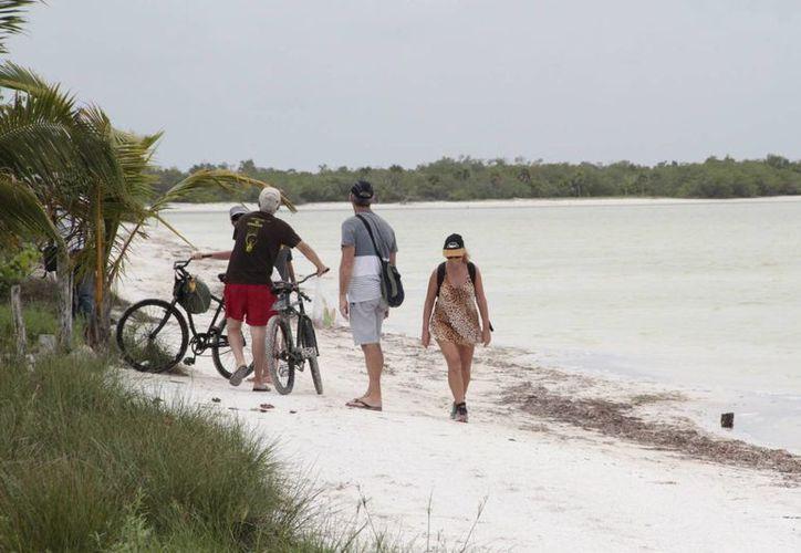 Prevén incremento de visitantes que disfrutarán de los atractivos de la isla. (Tomás Álvarez/SIPSE)