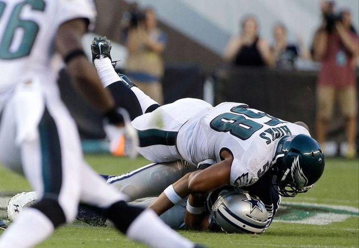 El quaterback de Vaqueros de Dallas, Tony Romo, salió lesionado del partido frente a Águilas de Filadelfia. (AP)