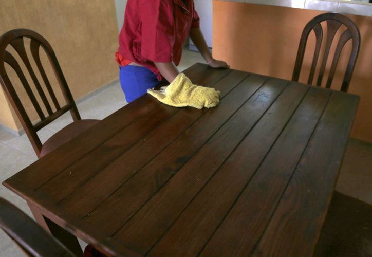 Son cocineras cumplen con actividades de aseo general y limpieza, y en algunos casos hasta cuidan de otras personas. (Redacción/SIPSE)