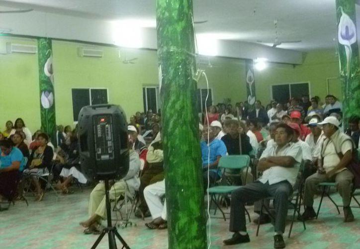 El pasado miércoles, los campesinos tuvieron una reunión informativa. (Raúl Balam/SIPSE)