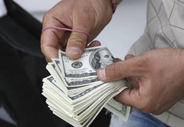 El dólar se adquirió en un precio mínimo de 12.21. (Archivo/AP)