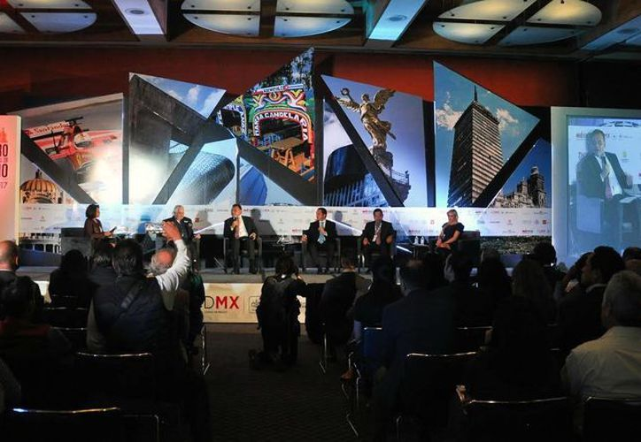 El gobernador de Yucatán, Rolando Zapata Bello, participó en la mesa 'Una visión distinta: el turismo por regiones. El caso de la Península', del XV Foro Nacional de Turismo. (Milenio Novedades)