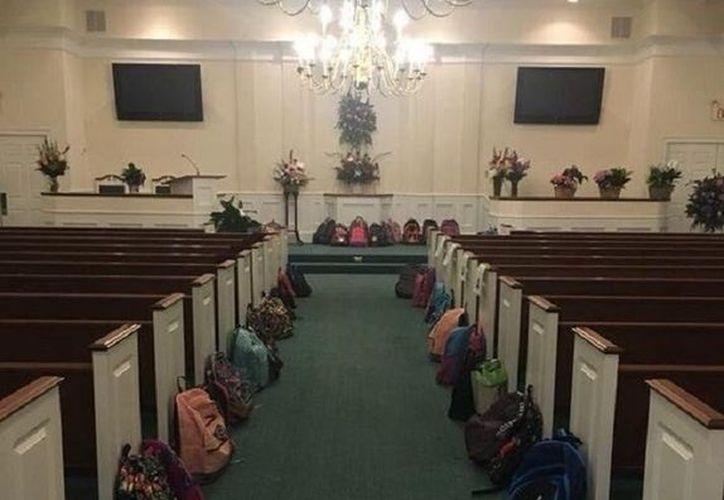 En el funeral de una maestra de Georgia, en lugar de flores, había mochilas llenas de útiles escolares. (Foto: Twitter)