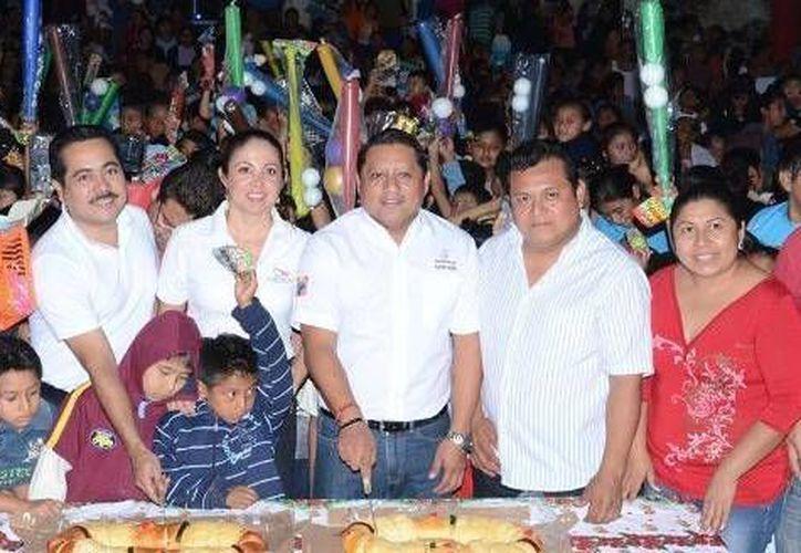 En el evento, participaron más de 700 niños de la comunidad de Tihosuco. (Cortesía/SIPSE)
