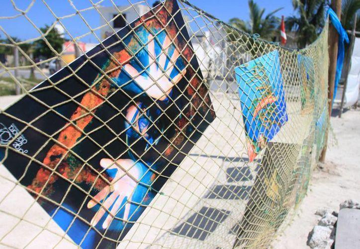Fotografía, pitura, folclor y más es lo que se vive en el festival Cruzando Fronteras, que logra captar la atención de los visitantes. (Harold Alcocer/SIPSE)