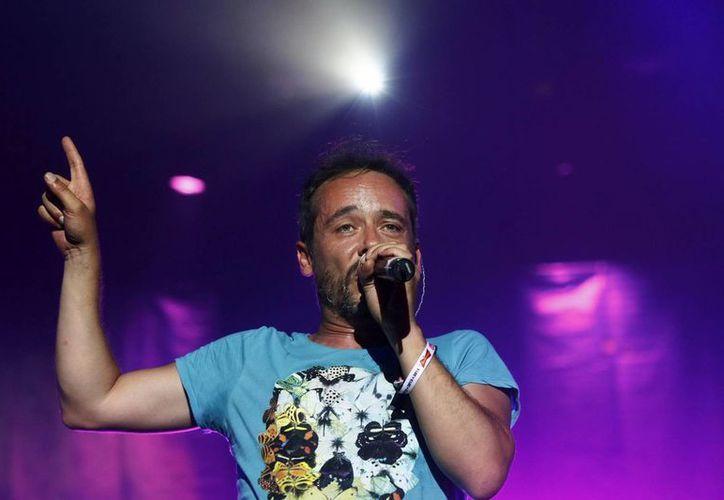 """Santi Balmes, vocalista de """"Love of Lesbian"""" se presentó en el Low Cost Festival que se celebra en Benidorm, España. (EFE/Archivo)"""