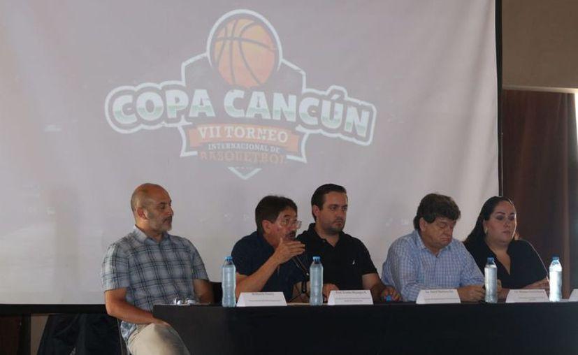 Los organizadores presentaron la séptima edición del torneo. (Raúl Caballero/SIPSE)
