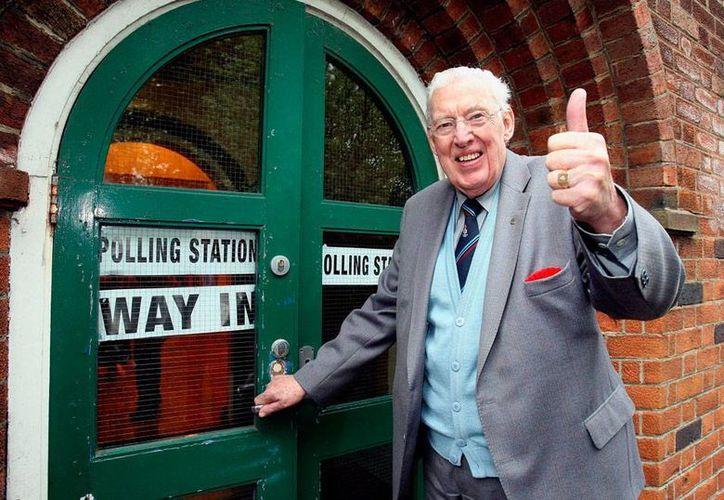 Ian Paisley, político clave en la proceso de paz de Irlanda de Norte, falleció este viernes, a los 88 años de edad. Ya estaba retirado de la política. La imagen es de mayo del 2010. (Archivo/AP)