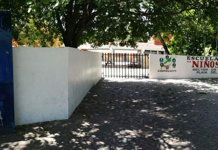"""La escuela primaria """"Niños Héroes"""" fue una de las afectadas. (Octavio Martínez/SIPSE)"""