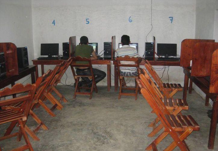 Recibían el servicio de señal a sus aparatos móviles por hora o semana. (Javier Ortiz/ SIPSE)