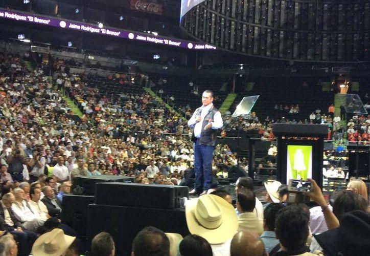 'El Bronco' se encontró con los ciudadanos en la Arena Monterrey por primera vez como Gobernador de Nuevo León. (Facebook/Jaime Rodríguez Calderón)