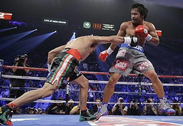 Márquez (i) dejó en la lona a Pacquiao por primera vez en el cuarto combate entre ambos. (www.mediotiempo.com/Archivo)