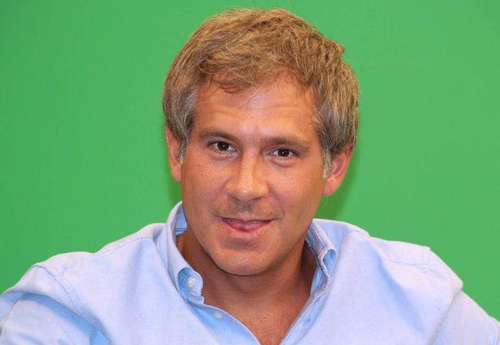 El polifacético actor Arath de la Torre cumple este domingo 41 años de vida. De la Torre nació en Cancún, Quintana Roo, el 20 de marzo de 1975 y estudió en el Centro de Capacitación Artística de Televisa. (Imágenes de Notimex)