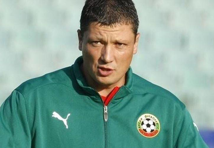Luboslav Penev no pudo llevar a Bulgaria al Mundial de Brasil y ahora lo corrieron por dejar a la selección al borde de la eliminación rumbo a la Eurocopa. (uefa.com/Foto de archivo)