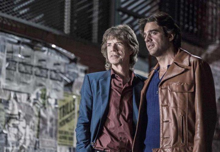 'Vinyl' era la historia de un ejecutivo, Richie Finestra, que intentaba rescatar de la ruina a su sello discográfico, siendo protagonizada por Bobby Cannavale y con producción ejecutiva de Mick Jagger (izq). (HBO)