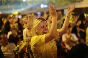 Brasil arma la fiesta con goleada sobre Camerún