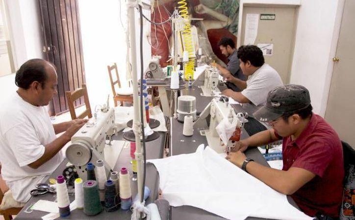 Las alzas a las tarifas eléctricas no provocarían el cierre de maquiladoras yucatecas. (Foto de archivo de SIPSE)