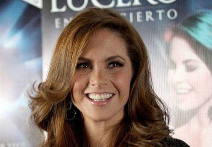 En el nuevo disco 'Aquí estoy', Lucero rinde homenaje a Ana Gabriel, quien recientemente anunció su retiro. (NTX)