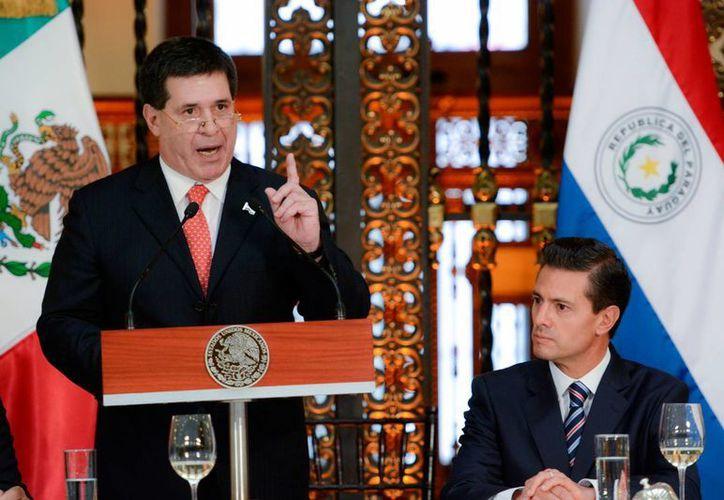 El presidente Enrique Peña Nieto (d) ofreció una comida, en el salón Tesorería del Palacio Nacional, en honor del Mandatario paraguayo, Horacio Cartes, quien realiza una Visita Oficial a México. (Notimex)
