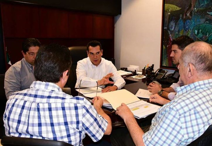 El gobierno de Campeche llamó a no comprar más vehículos de la Ford. (Facebook/Alejandro Moreno Cárdenas)