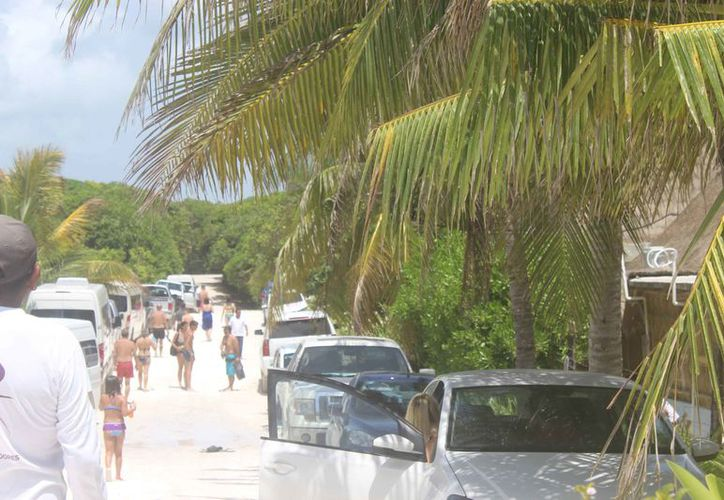 La zona costera de Tulum estuvo concurrida de visitantes. (Sara Cauich/SIPSE)