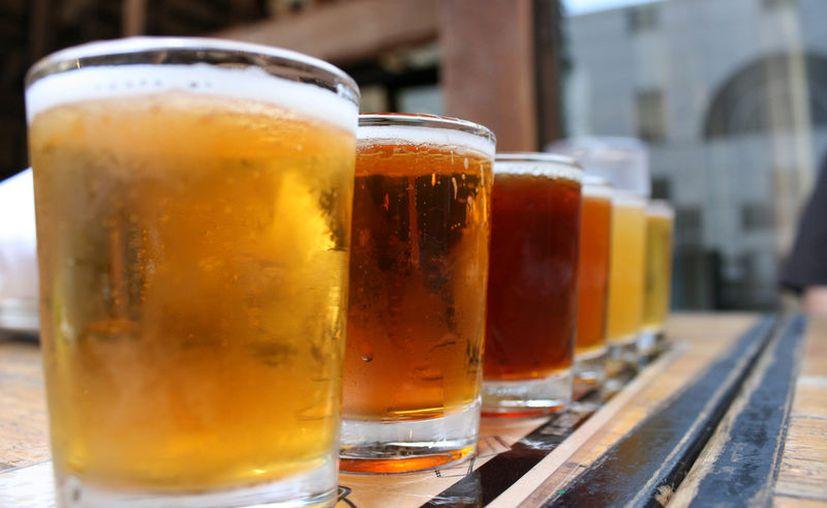 El año pasado México produjo 105 millones de hectolitros de cerveza y Brasil tuvo de 120 a 130. (Contexto/Internet)