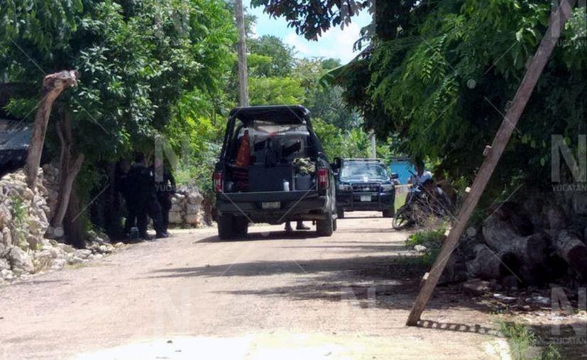 Al lugar acudieron autoridades para tomar conocimiento y acordonar el predio donde ocurrió la muerte. (Novedades Yucatán)