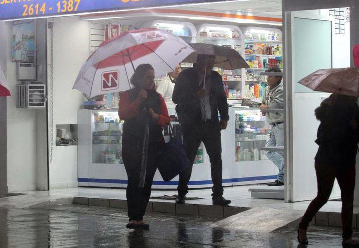 El SMN pronostica que el huracán Sandra causará lluvias intensas en estados como Baja California y Sonora. (Archivo/Notimex)