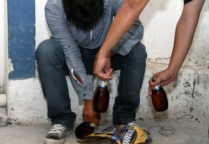 EL exceso en el consumo del alcohol lleva a los trabajadores a faltar y llegar tarde, pero después a perder la salud y la familia. (Adrián Monroy/SIPSE)