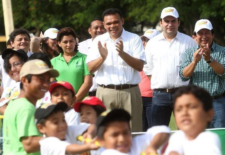 Este sábado se realizó la Miniolimpiada del programa Bienestar en Vacaciones, con la participación mil 625 niños y niñas, en la Unidad Deportiva 'Kukulcán'. (Cortesía)