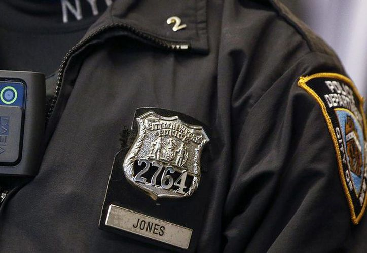 El comisionado de la policía, Bill Branton, señaló que el uso de cámaras mejorará el comportamiento de ambas partes en cualquier interacción. (Reuters)