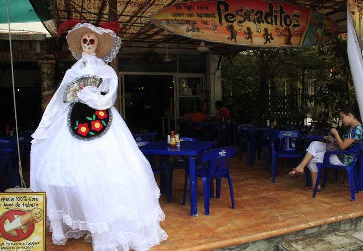 Algunos restaurantes preparan festejos para atraer comensales. (Tomás Álvarez/SIPSE)