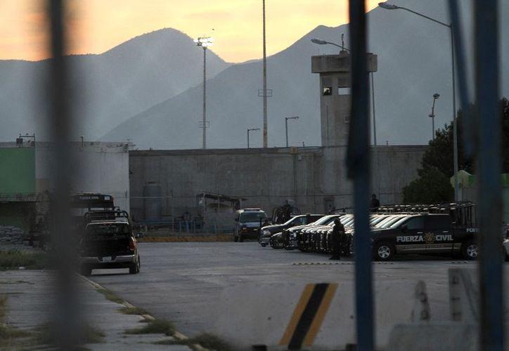 Los funcionarios señalados son el subdirector de seguridad, el jefe de la zona y el jefe de turno del penal de Apodaca. (Cuarto Oscuro)