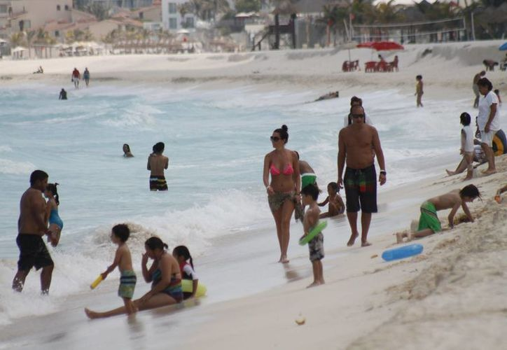 50% de los turistas que arriban anualmente al destino realizan sus reservaciones vía internet. (Jesús Tijerina/SIPSE)