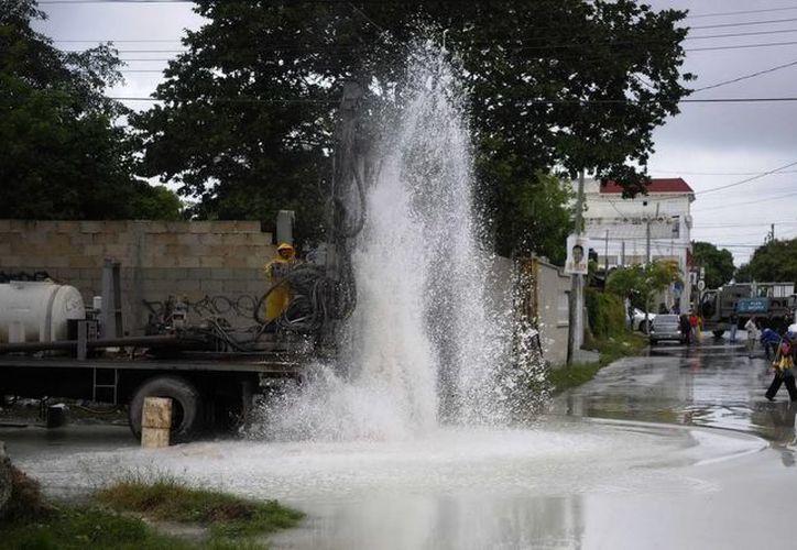 La CAPA da mantenimiento y limpieza general a 150 pozos de drenaje pluvial en diversos puntos de la ciudad y Puerto Morelos. (Redacción/SIPSE)